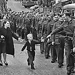 Wait for me, Daddy - Historic Photos of World War 2