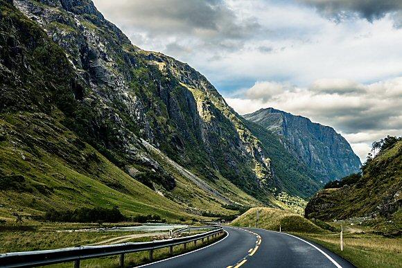 Family roadtrip through the mountains